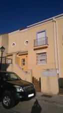 Casa adosada en Alquiler en Maestro Don Santiago / Santiponce