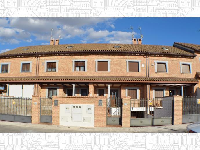 Foto 1 de casa adosada en navalcarnero el pinar el for Piscina navalcarnero