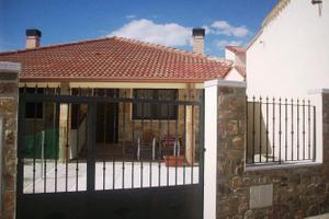 Casa adosada en Alquiler en El Cuadron (Garganta de Los Montes) / Garganta de los Montes