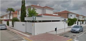 Casa adosada en Venta en Dos Hermanas - Montequinto / Dos Hermanas