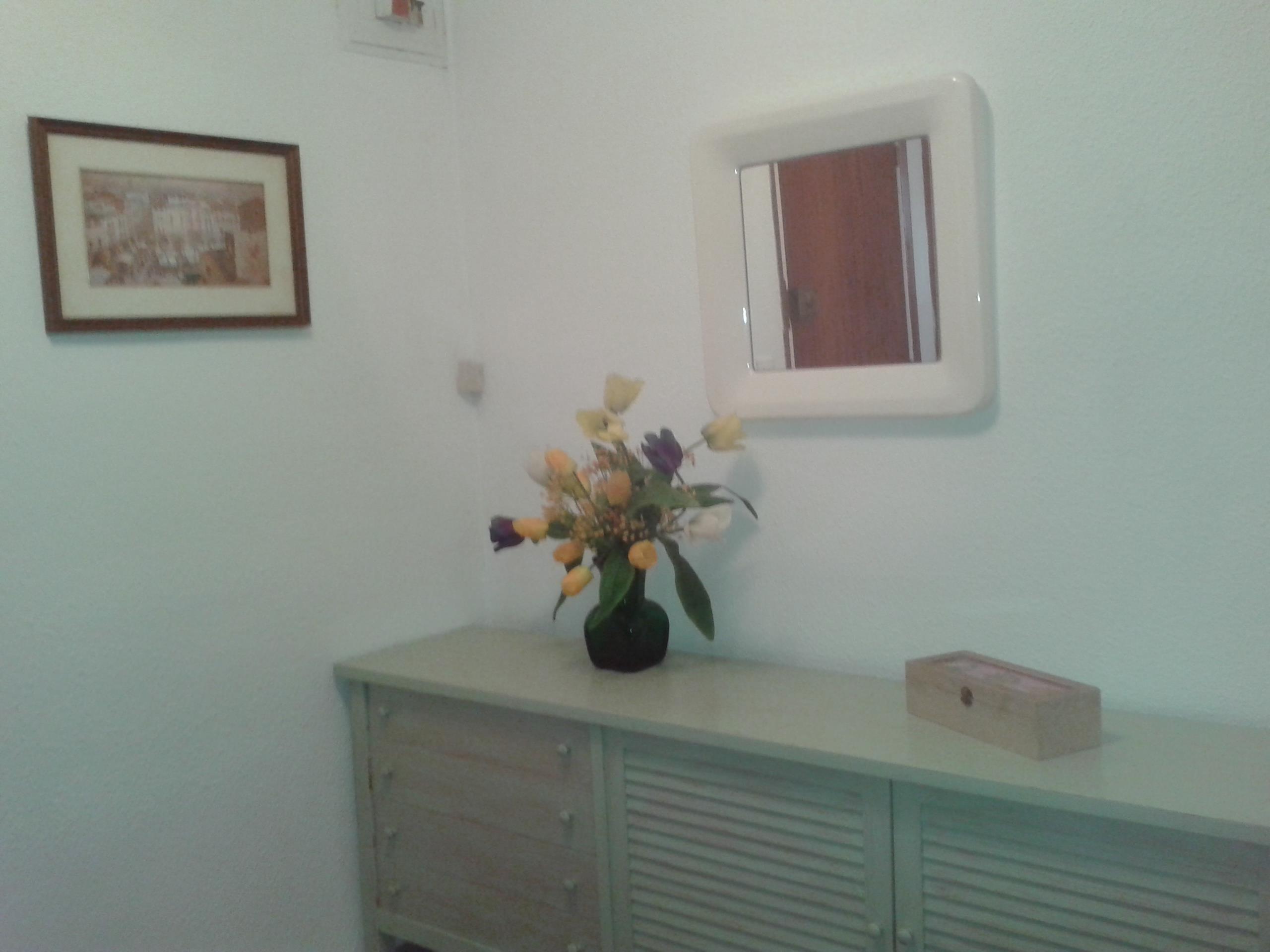Lloguer Pis  Calle francesc ciurana. Atic de dues habitacions dobles, rebedor, sala estar, menjador,