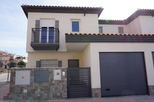 Casa adosada en Venta en Circunvalación / Atarfe