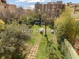 Casas en venta con terraza en Barcelona Capital