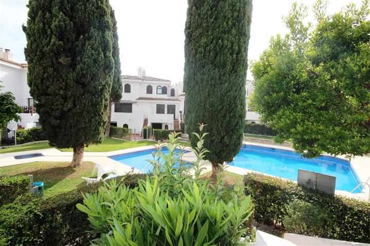 Casa adosada en venta en Estepona Este - Bel Air - hellip;