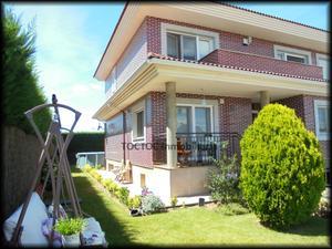 Casa adosada en Venta en Pireo / Santa Marta de Tormes
