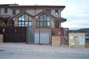 Casa adosada en Venta en Villalbilla / Villalbilla