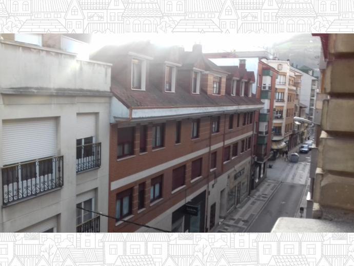Foto 2 de Piso en  Calle Leopoldo Alas Clarín / La Villa - Bazuelo, Mieres (Asturias)