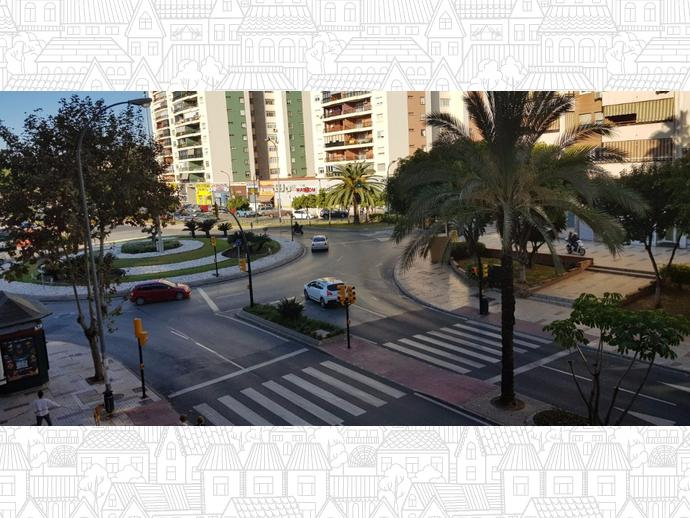 Foto 1 de Piso en  Avenida Ortega Y Gasset / Santa Cristina - San Rafael, Málaga Capital
