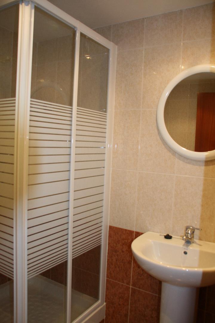 Lloguer de temporada Pis  Calle montserrat roig, 3. Apartamento con aire acondicionado.