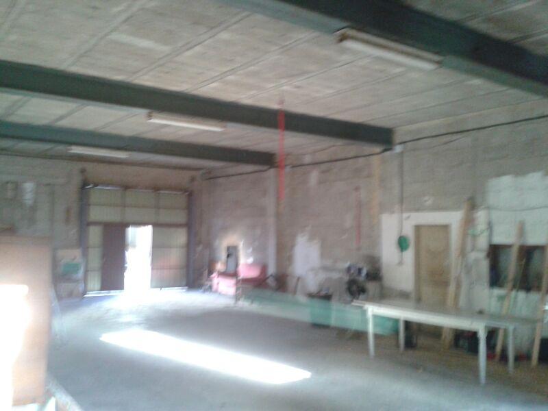 Lloguer Local Comercial  Sa pobla, zona de estación tren. Posibilidad de transformar en vivienda, de con patio de 135m2