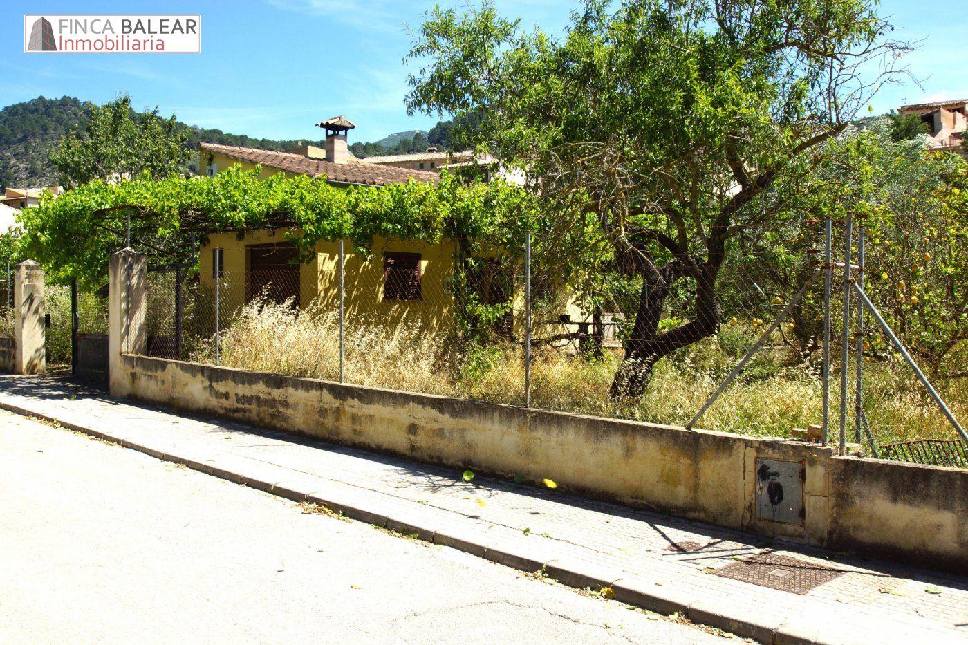 Stadtgrundstück  Puigpunyent ,pueblo. Solar para 2 adosados en el centro de puigpunyent