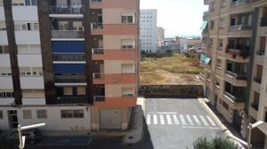 Piso en Alquiler en Zona Pais Valencia / Casco Urbano