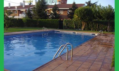 Estudios de alquiler con piscina en España