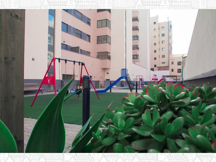 Foto 4 de Piso en Avenida Torrecardenas 64 / Los Molinos - Villa Blanca,  Almería Capital