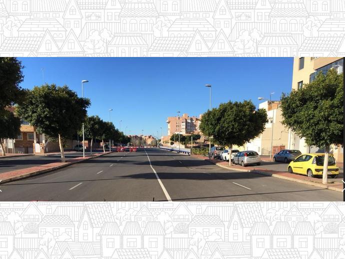 Foto 9 de Piso en Avenida Torrecardenas 64 / Los Molinos - Villa Blanca,  Almería Capital