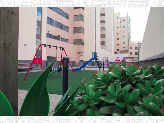 Foto 6 de Piso en Avenida De Torrecárdenas 64 / Los Molinos - Villa Blanca,  Almería Capital