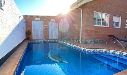Casa adosada en venta en Velilla de San Antonio