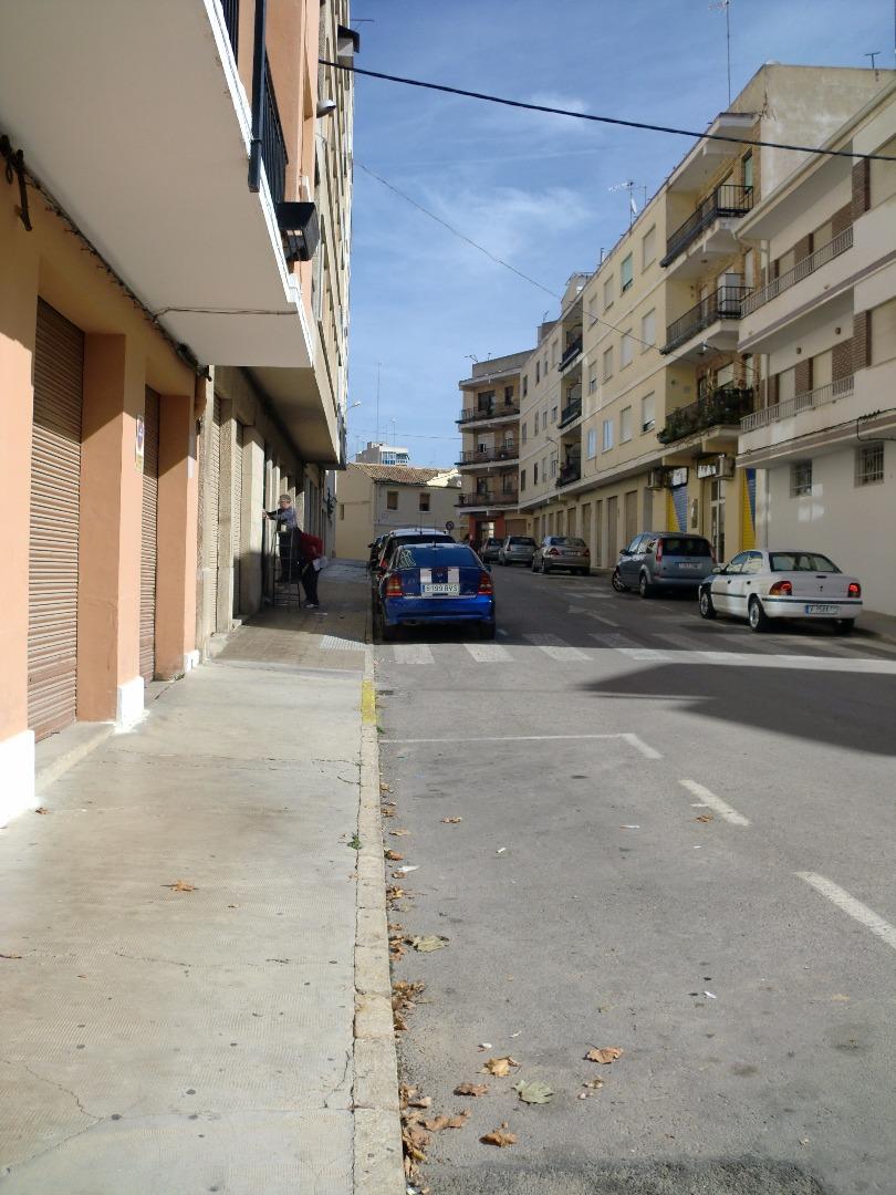 Local Comercial  Calle concertista gil orozco. Local comercial a pie de calle con tres puertas de acceso a la f