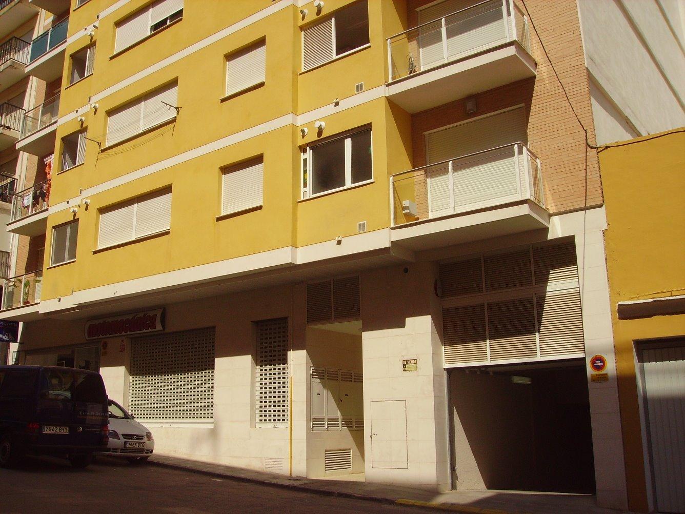 Aparcament cotxe  Calle cervantes, 2. Plaza de garaje con trastero.