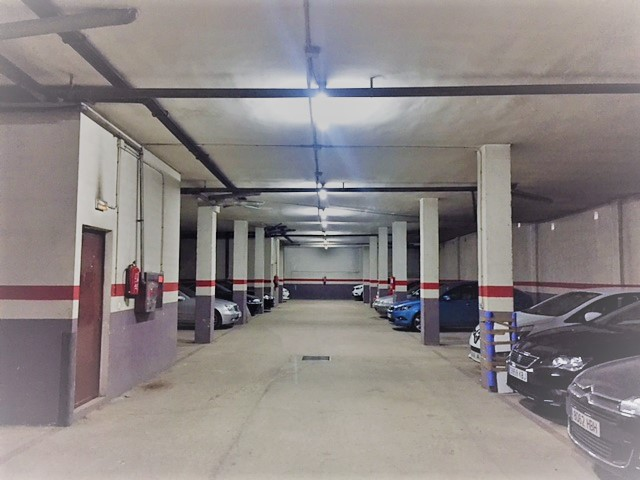 Aparcament cotxe  Calle madrid. Plaza de garaje con muy buen acceso de maniobra.