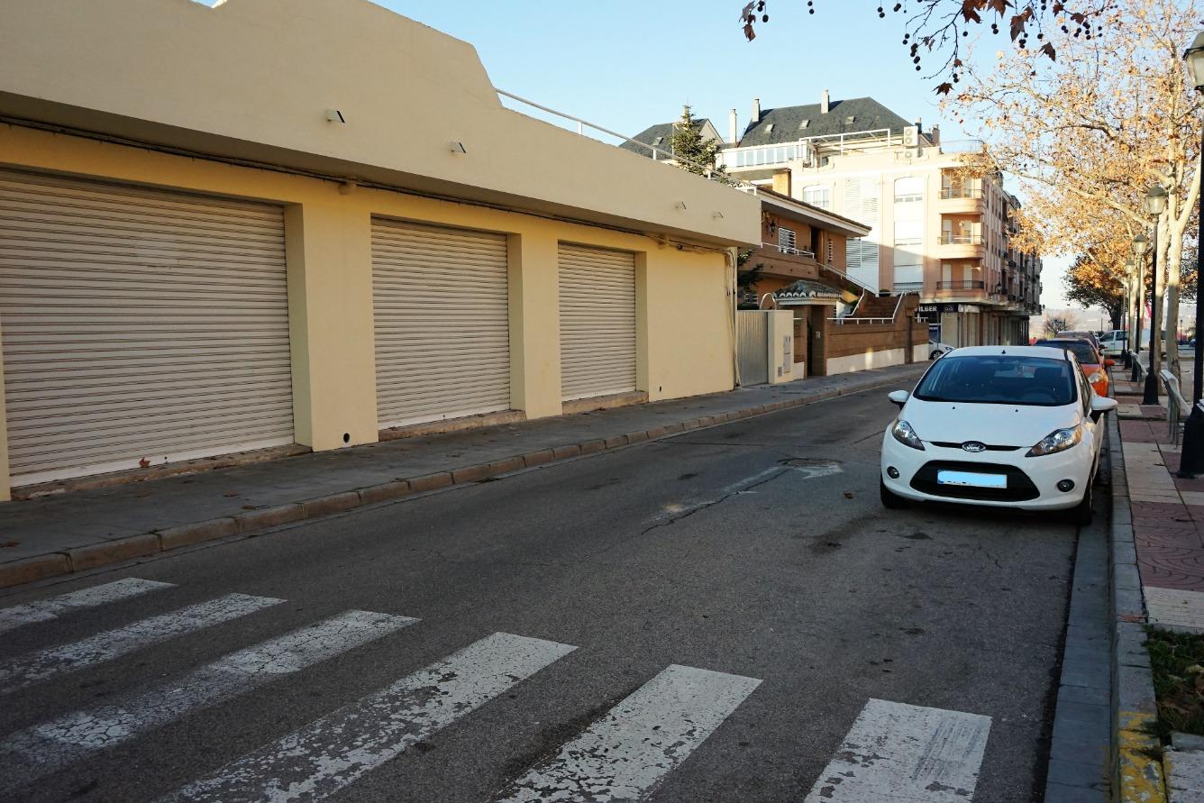 Lloguer Local Comercial  Calle arrabal, 59. Local comercial en alquiler de planta baja y planta sótano en re