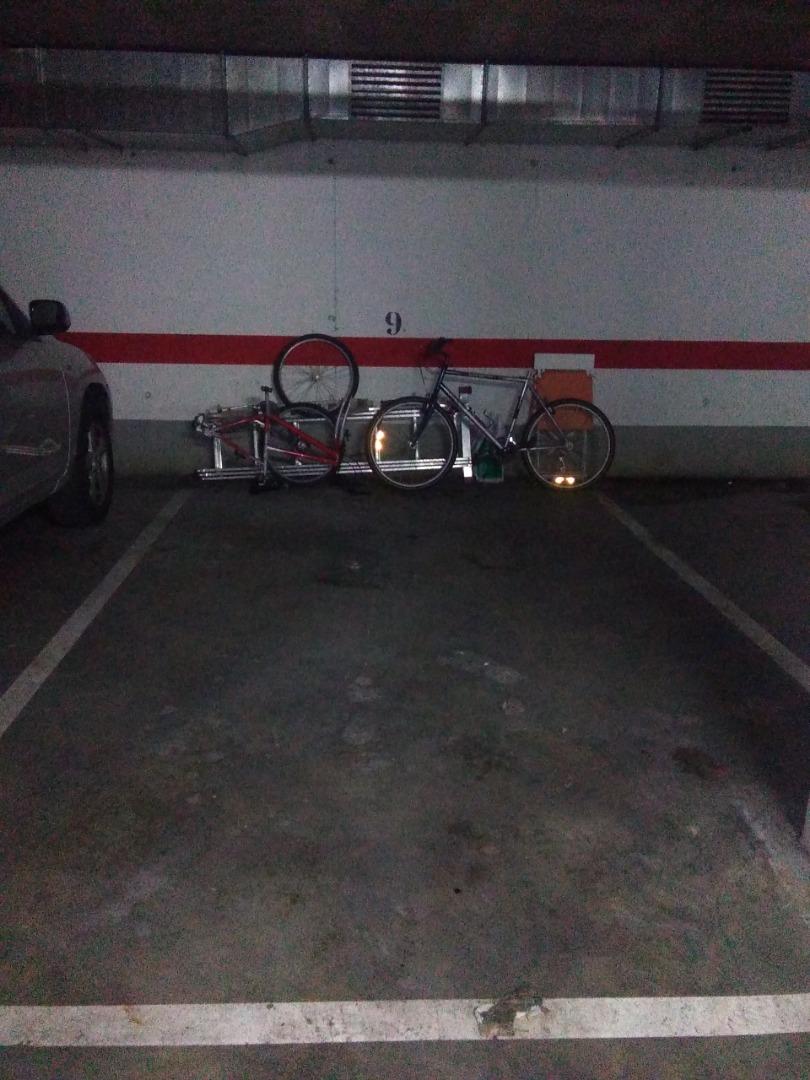 Alquiler Parking coche  Avinguda lluís pericot, 44. Places entre líneas. maniobrabilitat bona.