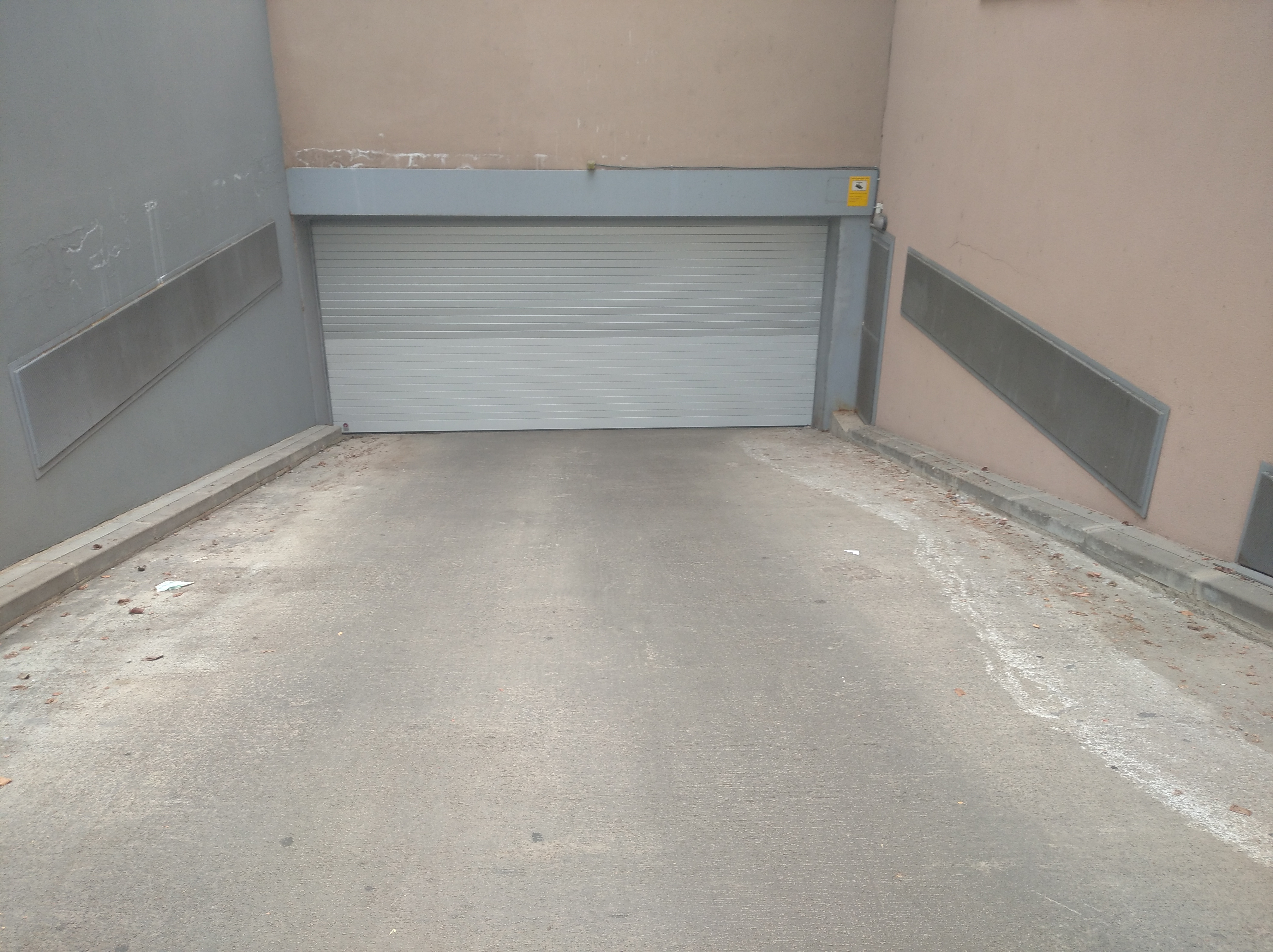 Alquiler Parking coche  Avinguda lluís pericot. Se vende plaza de aparcamiento en c/ lluis pericot 43 - zona pal
