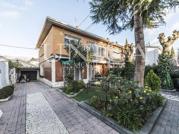 Casas adosadas en venta Parking en Madrid Capital
