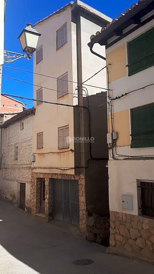 Casa  Calle rosario. Este casa rústica se encuentra en calle rosario, 46140, ademuz,