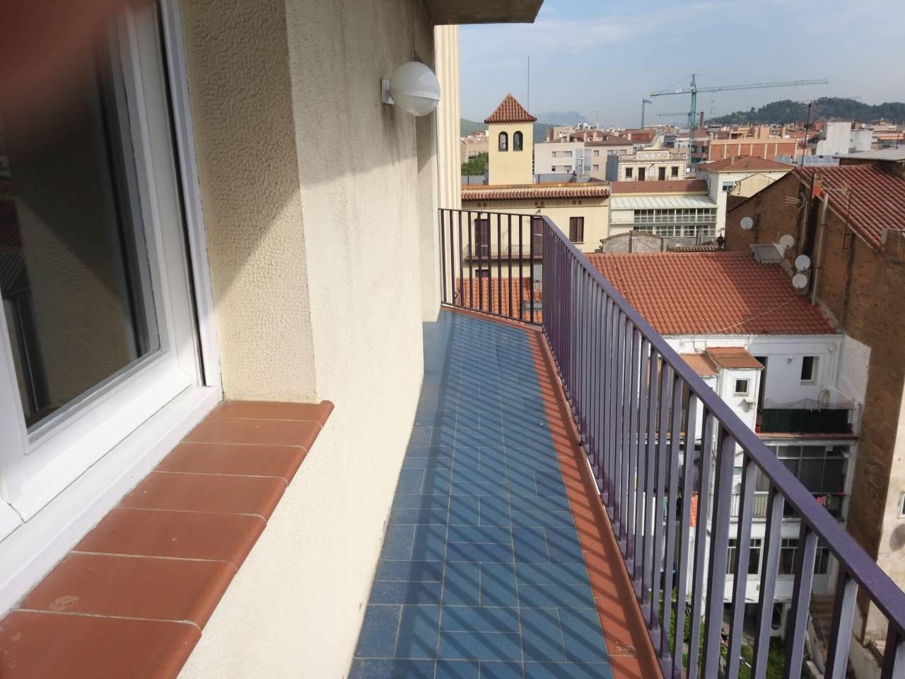 Lloguer Pis a Molins de Rei. Superf. 145 m²,  4 habitaciones (2 dobles,  2 individuales),  2