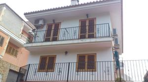 Casa adosada en Venta en Con Garaje / Racó