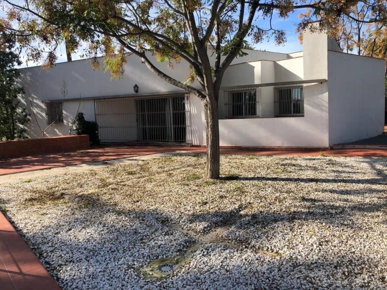 Lloguer Casa  Avenida doctor garcia rogel. Superf. 100 m²,  4 habitaciones (4 dobles),  2 baños, alumbrado,