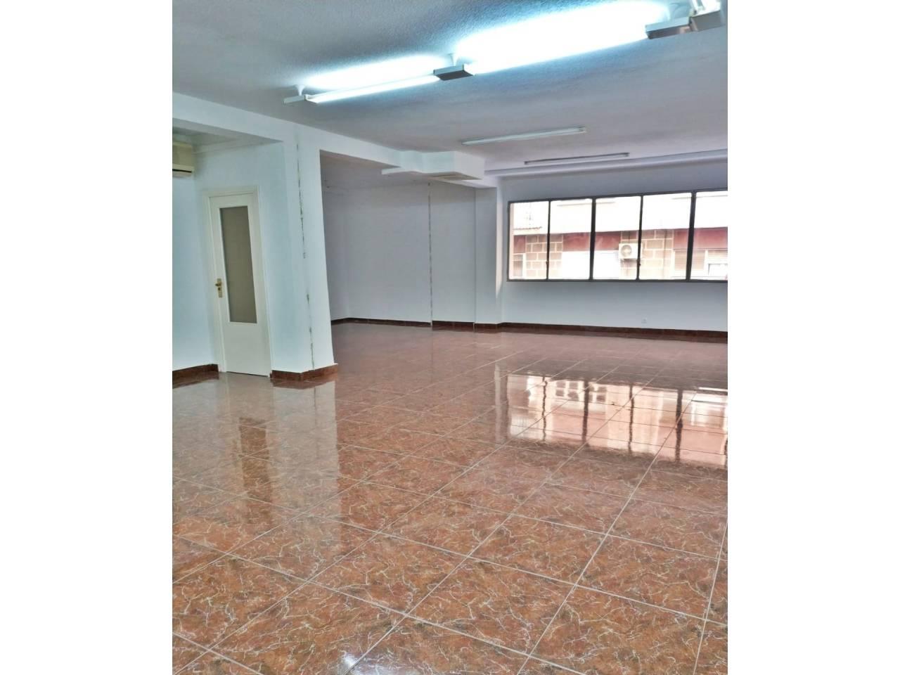 Oficina  Calle avenida teodomiro. Altura piso entresuelo, despacho superficie total 130 m², superf