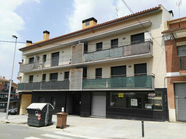 Edificio  Calle sabadel, 69. Edificio en rentabilidad de 10 viviendas con aparcamiento en rub