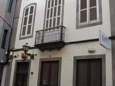 Building to rent at España