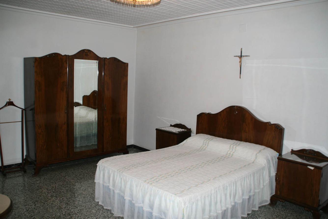 Casa  Calle metge juan bellot. Casa unifamiliar de 460 m² construidos. 4 dormitorios, 2 baño y