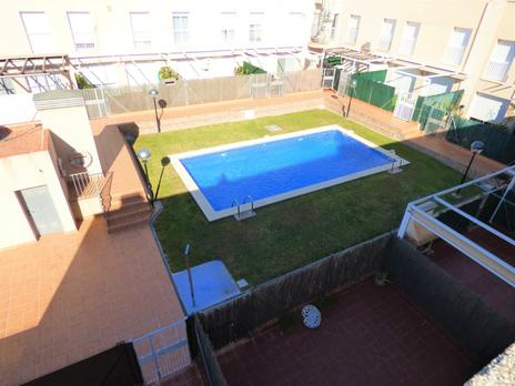 Cases adossadas de lloguer amb terrassa a España