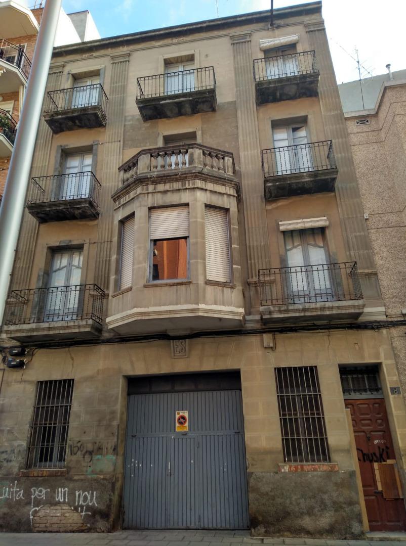 Edifici  Prat de la riba edificio entero para rehabilitar con garaje. Edificio entero a reformar completamente.