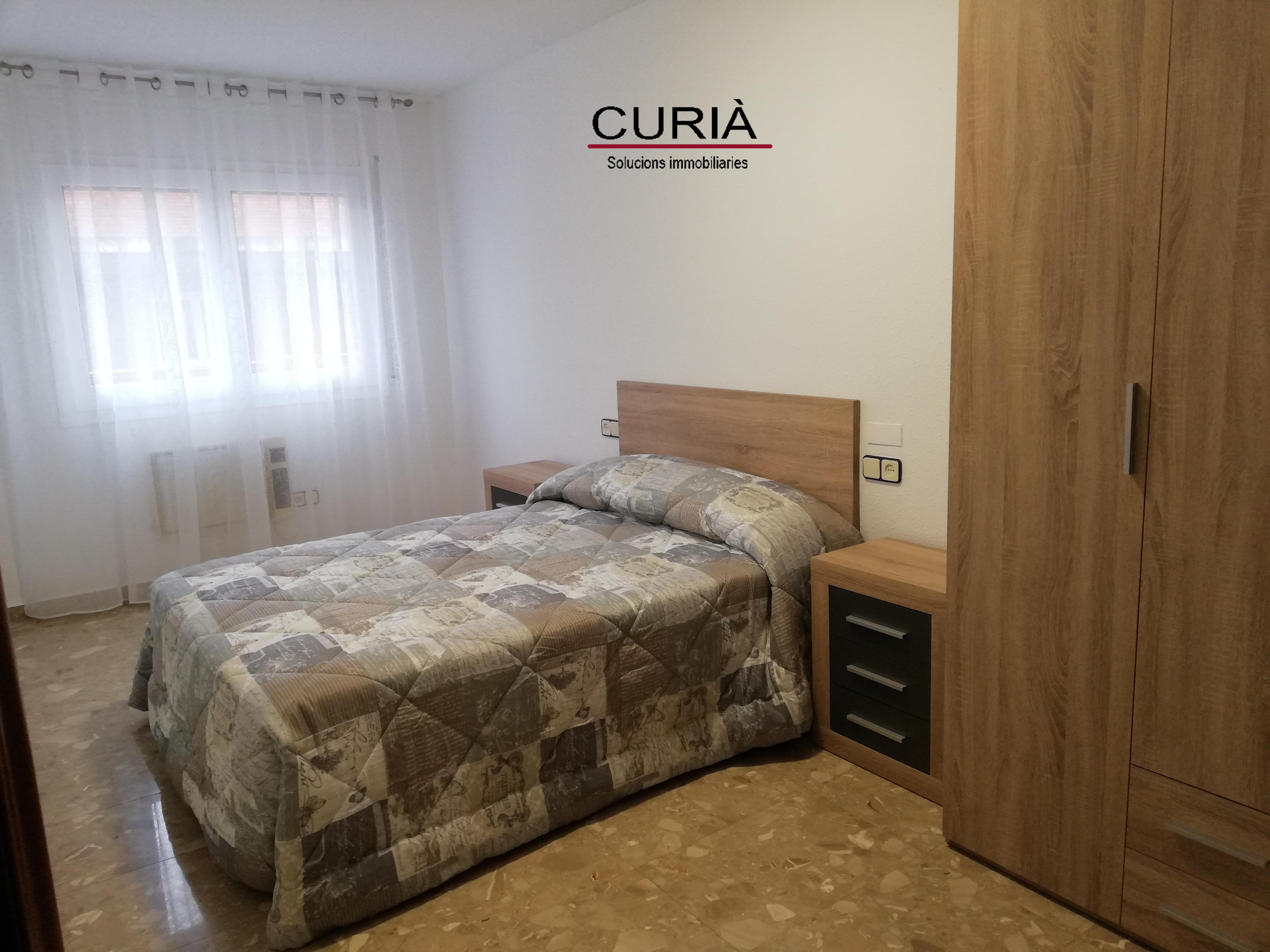 Alquiler Piso  Zona alta amueblada y con párquing incluido. Piso en zona alta con muebles y párquing incluido.