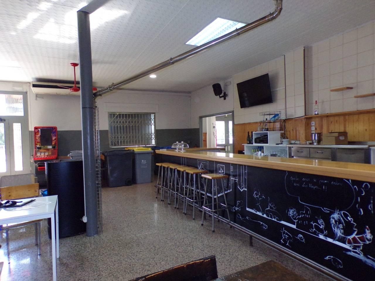 Lloguer Local Comercial  Els bassacs. Bar restaurante en traspaso en cal bassacs ( gironella), listo p