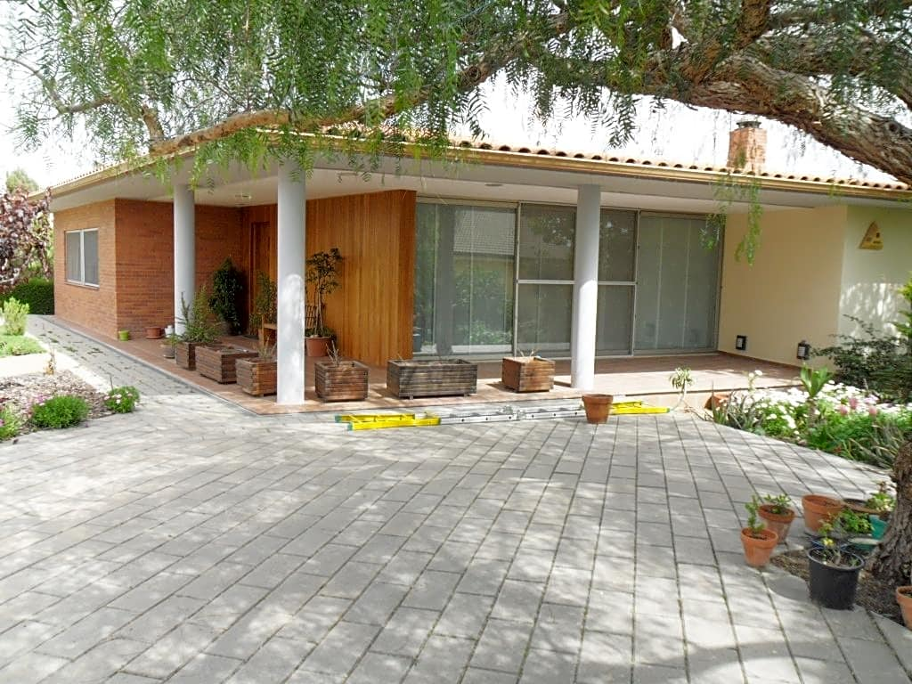 Casa  Calle carrer bellver. Este casa / chalet se encuentra en pujada bellver, nº 6, vilobí
