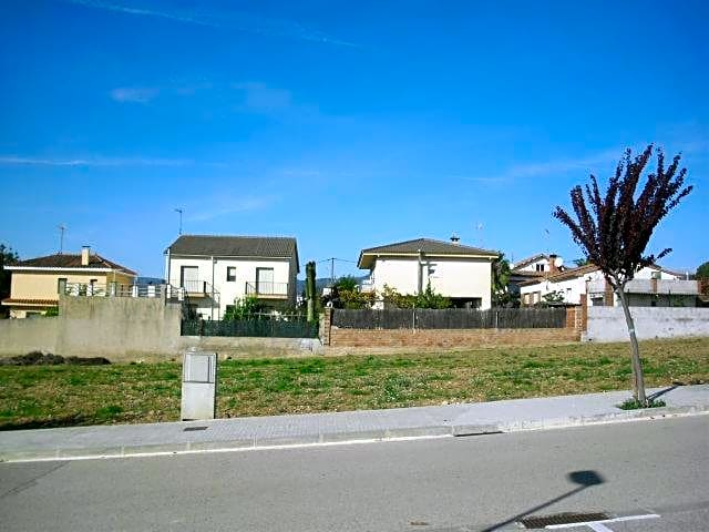 Solar urbà  Calle c/ lluis companys. Este terreno se encuentra en c/ lluis companys, nº 11, sant mart