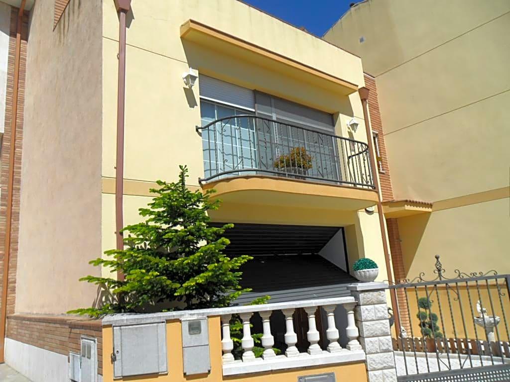 Casa  Pacs del penedès. Este casa / chalet se encuentra en pacs del penedés, barcelona,