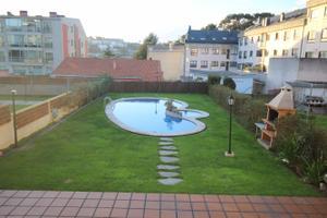 Piso en Alquiler en Santa Cristina / Oleiros