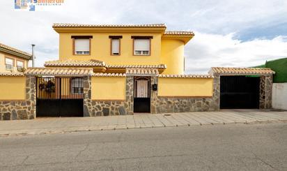Viviendas y casas en venta con piscina en Santa Clara Golf Club Granada, Granada