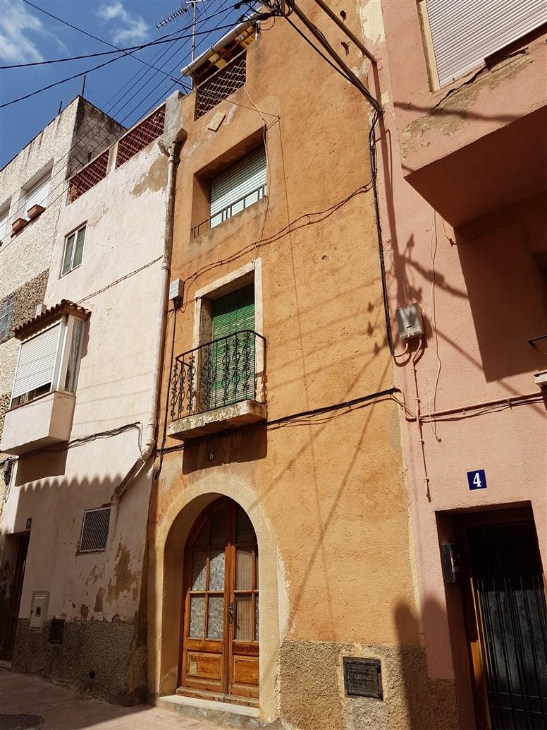 Casa  Calle solar, 6. Oportunidad. casa en el centro de Figuerola del Camp. 4 plantas,