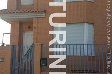 Casa adosada de alquiler en Avenida Diputación, Alcàsser