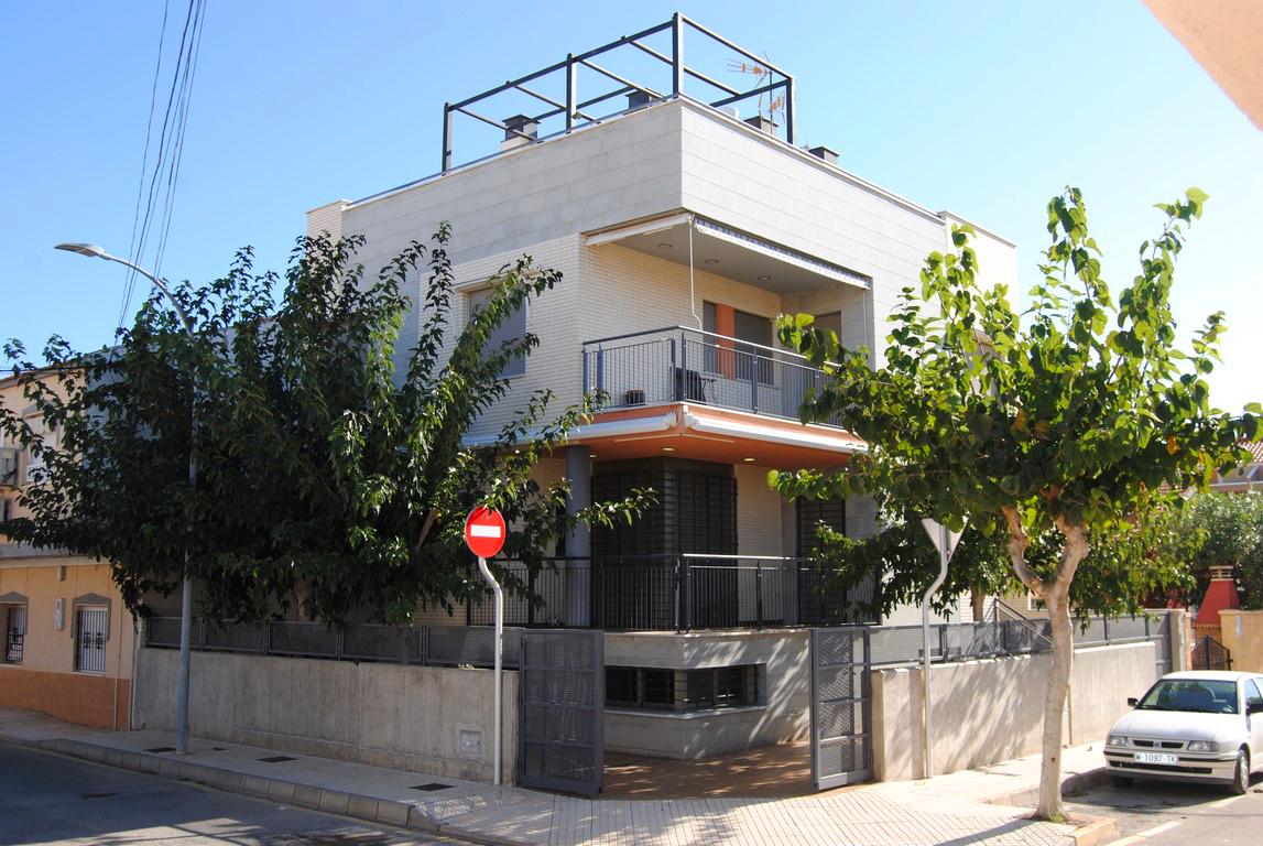 Edificio  Calle chirrete. Edificio de 3 apartamentos independientes en segunda linea de pl