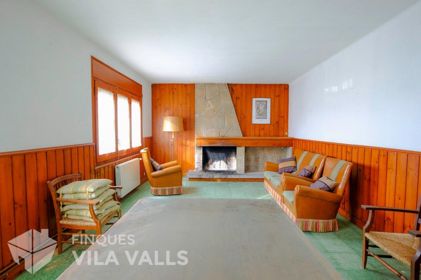 Haus  Castellcir ,pueblo. Bloque de 3 pisos en castellcir