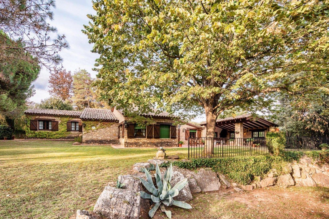 Casa  Sant quirze safaja ,sant quirze de safaja. Villa de 340 m2 con un fantástico jardín de 4.000 m2 de terreno